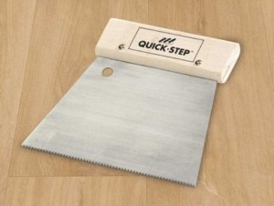 Szpachelka do kleju Quick-Step Livyn Glue - WINYL